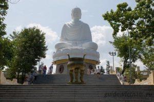 Пагода Лонг Шон (Chùa Long Sơn, или Long Son Pagoda)